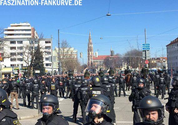 Der Europäische Gerichtshof für Menschenrechte kritisierte der Polizeieinsatz beim Münchner Amateurderby im Dezember 2007.<br />Symbolbild: Faszination Fankurve